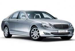 Mercedes S Class W221 Saloon with original Mercedes Wheels